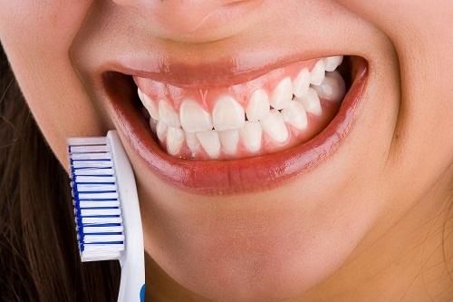 I 10 consigli per denti sani